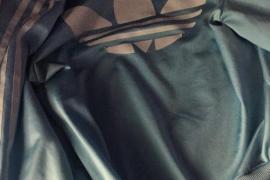 Una chaqueta reabre el debate sobre el color de la ropa, ¿azul y blanca o negra y marrón?