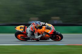 Un accidente deja a Lorenzo en tercera posición con Pedrosa primero