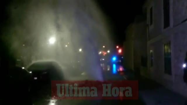 La explosión de una tubería en Andratx causa daños y deja a los vecinos sin agua