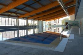 Cierra la piscina cubierta del Port de Pollença por impago del suministro eléctrico