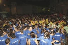 La emoción toma el traspaso de poder de los quintos en la 'Festa de la Panxa Roja'
