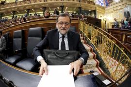 Rajoy acusa a Sánchez de «corrupción» por intentar la investidura sin apoyos