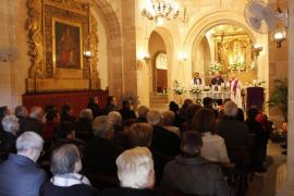 Los vecinos de Sant Joan celebran con devoción la fiesta del Quart Diumenge, el Pa i Peix