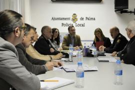 Acuerdan adelantar el dispositivo policial en la Platja de Palma por la temprana Semana Santa