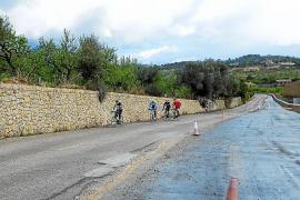 Los ciclistas se quejan del mal estado de las carreteras de la Serra