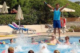 Los hoteleros crearán este verano 5.500 puestos de trabajo por el 'boom' turístico