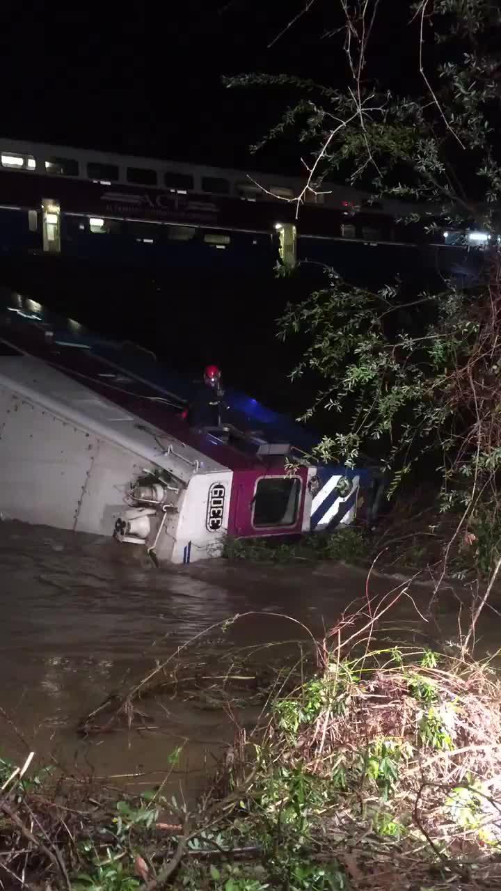 Un tren descarrila en California