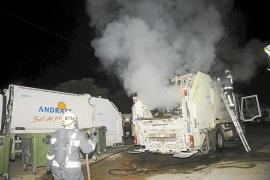 Arde un camión de basura  tras cargar un contenedor incendiado en Andratx