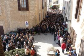Más de 500 personas muestran en Son Servera su rechazo al asesinato de Victoria Sard