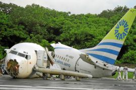 Un muerto y más de cien heridos al caer un rayo sobre un avión en Colombia