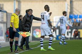 La plantilla se reúne sin Vázquez y se autoimpone reaccionar en Huesca