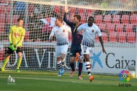 El Real Mallorca supera a la SD Huesca (1-2) y sale de la zona de descenso