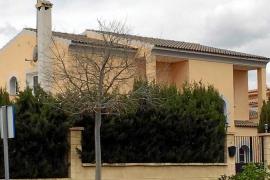 Vecinos de la urbanización de Sant Marçal denuncian la ocupación de chalets de lujo