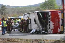 Aumentan a 13 los fallecidos al chocar un autocar y un coche en Tarragona
