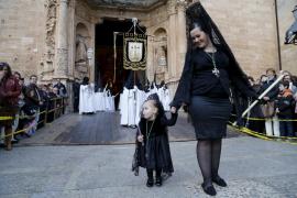 Cierre de la procesiones de la Semana Santa 2016 con el 'Sant Enterrament' en Palma