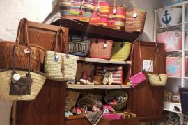 cestas y capazos en alpargatería Blanc Marí
