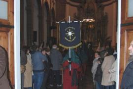 Inca vive un multitudinario y silencioso Vía Crucis