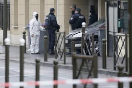 Registro en Argenteuil tras los atentados de Bruselas