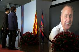 Sentido homenaje a Johan Cruyff en el Camp Nou