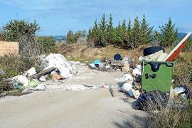 Numerosas quejas por el estado de abandono del polígono de Ses Veles