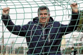 Ángel Vega: «Los jóvenes además de ser buenos peloteros deben de ser inteligentes dentro de un campo de juego»