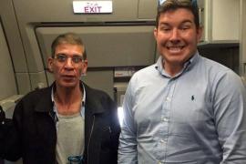 Un pasajero se sacó una foto con el secuestrador del avión de EgyptAir