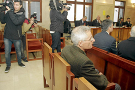 Dos abogados, absueltos de intentar engañar al juez de la corrupción policial