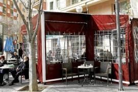 Cort eliminará los cerramientos de las terrazas y limitará las mesas