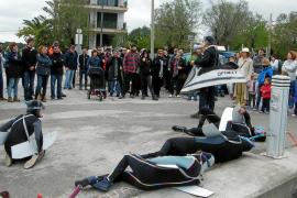 'Performance' de Salvem Portocolom para preservar los espacios públicos