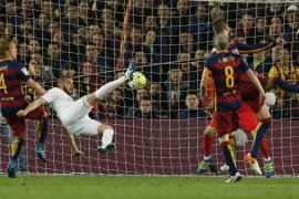 El Real Madrid sorprende al Barça y anima la Liga