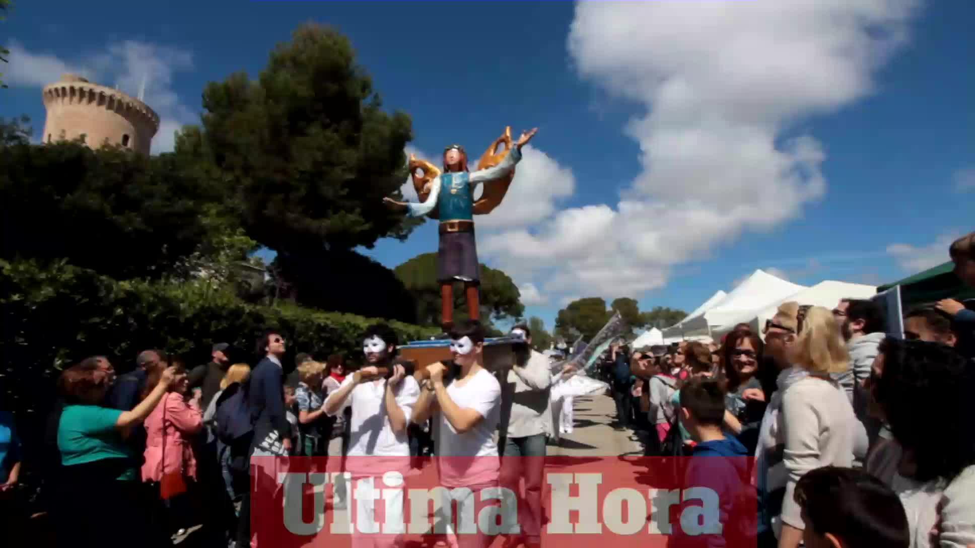 Miles de personas disfrutan en el Castell de Bellver del Diumenge de l'Àngel