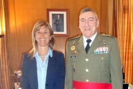 Teresa Palmer recibe al comandante general Juan Cifuentes Álvarez