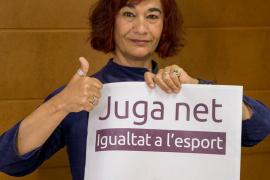 Una selección de Podemos juega contra el Collerense a favor del fútbol femenino