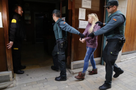 La jueza envía a prisión a la acusada de apuñalar a su marido en Cala Millor