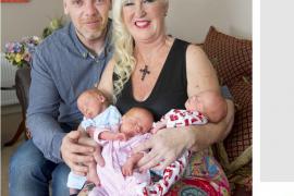 Una abuela británica de 55 años da a luz a trillizos