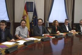 Comienza la negociación a tres entre PSOE, Podemos y C's