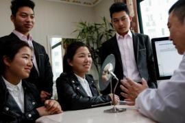 Dos gemelos chinos se casan con dos gemelas y los cuatro se operan para no confundirse