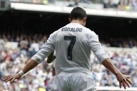 Cristiano muestra ante el Eibar (4-0) el camino para la remontada en Champions