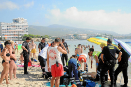 Rescatado un hombre en la playa de Palmanova tras sufrir un paro cardiaco
