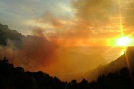 Una quema de rastrojos descontrolada provoca un incencio en Cala Tuent