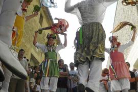 Los Cossiers reviven la antigua tradición de sus bailes ancestrales