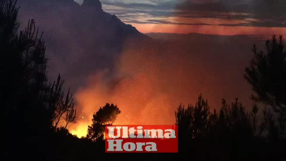 Estabilizado el incendio de Cala Tuent donde han ardido 13 hectáreas de pinar y matorral