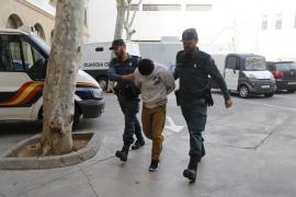 En libertad con cargos el joven acusado de drogar y violar a dos menores en Magaluf