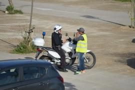 La Policía Local invita a un aparcacoches a abandonar el párking del Port de Andratx