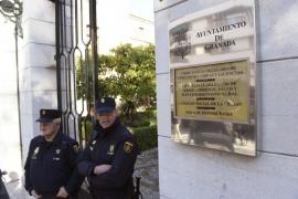 En libertad el alcalde popular de Granada a la espera de declarar ante el juez
