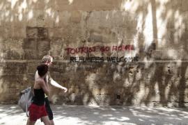 El Govern teme que la saturación del verano provoque actitudes antiturísticas