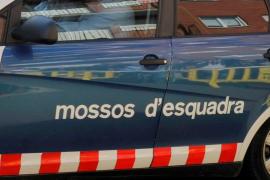 Un mosso d'esquadra mata a su mujer en presencia de su hija en Sant  Feliu de Llobregat y después se suicida