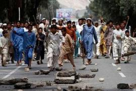 Un talibán infiltrado mata a dos guardias civiles en Afganistán