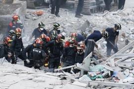 Los bomberos recuperan un séptimo cadáver del edificio derrumbado en Tenerife