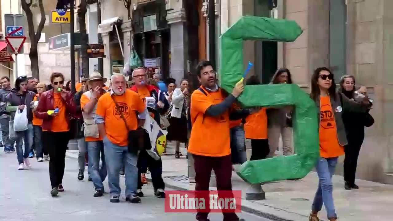 Protesta de la PAH frente a la sede del PP